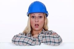 一名惊奇的建筑工人 免版税库存照片