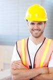 一名愉快的建筑工人的纵向 免版税图库摄影