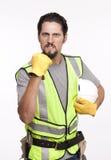 一名愤怒的建筑工人的画象有握紧拳头的 免版税库存图片