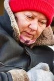一名成熟妇女的画象一个红色帽子的 库存图片