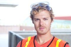 一名新建筑工人的纵向 库存照片