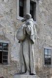一名方济会修士的雕象 免版税库存图片