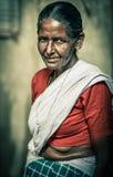 一名未认出的印地安妇女的画象莎丽服的 免版税库存照片