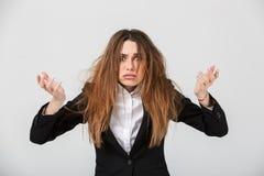 一名沮丧的女实业家的画象在衣服穿戴了 免版税库存图片