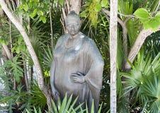 一名玛雅妇女的古铜色雕象Yal Ku盐水湖的, Akumal 免版税图库摄影