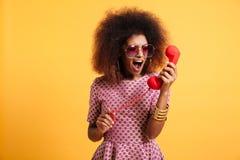 一名疯狂的恼怒的美国黑人的妇女的画象 库存照片