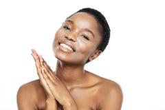 一名相当美国黑人的妇女的秀丽画象 免版税库存照片