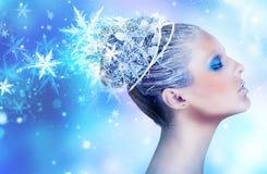 一名美丽的妇女的冬天构成 免版税库存照片