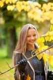 一名美丽的妇女的室外秋天画象 图库摄影