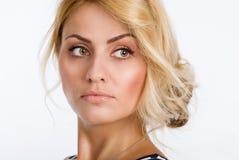 一名美丽的妇女的特写镜头画象有看干净的皮肤的隔绝 免版税库存图片