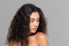 一名美丽的妇女的秀丽画象有新鲜的皮肤的 库存图片