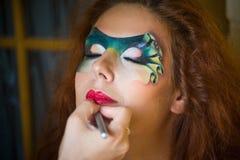 一名美丽的妇女的表面艺术纵向 库存照片