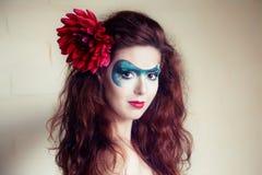 一名美丽的妇女的表面艺术纵向 图库摄影