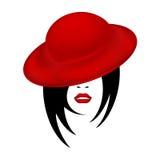 一名美丽的妇女的面孔一个红色天鹅绒帽子女性剪影的与肉欲的红色嘴唇和黑短发 免版税库存图片