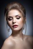 一名美丽的妇女的画象新娘的图象的 秀丽表面 免版税库存照片