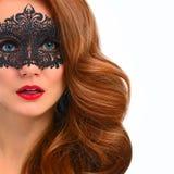 一名美丽的妇女的Ortrait有一根豪华红色头发的 库存照片