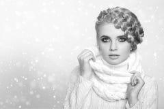 一名美丽的新白肤金发的妇女的纵向 库存图片