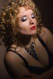 一名美丽的年轻白肤金发的妇女的画象 库存图片