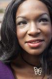 美丽的非裔美国人的妇女顶头射击  免版税库存照片