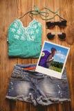 一名行家妇女的侧视图的综合图象有旅行袋子的 免版税库存图片