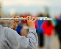 一名长笛演员的手排练的 免版税库存照片
