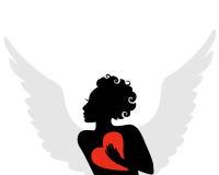 一名飞过的丘比特的剪影与红色心脏的在手中 免版税图库摄影