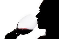 一名饮用的妇女的剪影 库存图片