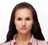 一名年轻俏丽的妇女的画象有迷人的轻拍神色 库存图片