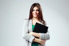 一名年轻愉快的学生妇女的画象有书的 免版税库存图片