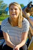一名年轻白肤金发的妇女的画象 免版税库存图片