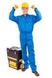 一名年轻建筑工人的画象有他工具箱上升的 免版税图库摄影