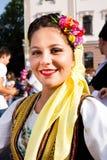 一名年轻美丽的妇女的画象传统服装的 免版税库存照片