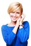 一名年轻美丽的白肤金发的妇女的画象 免版税库存图片