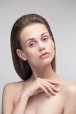 一名年轻自然纯净的妇女的秀丽画象 库存照片