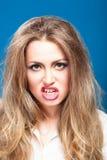 一名年轻邪恶的美丽的妇女 免版税库存图片