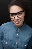 一名年轻非裔美国人的妇女的画象 免版税库存照片