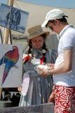 一名souvenit卖主妇女的画象历史服装的 库存照片