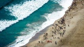 一场马拉松的鸟瞰图横跨海滩的 从登上Maunganui陶朗阿,丰盛湾的顶端 新西兰 图库摄影