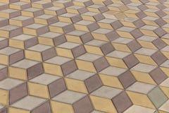 一块单调色的砖石头的看法在地面上的str的 库存图片