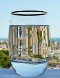 一块厚实的底下玻璃用水 免版税库存照片