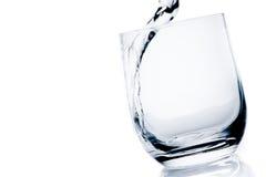 一块文本的玻璃用与泡影的纯净的水和空间的细节 图库摄影
