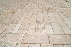 一块新的石灰石砖的透视图 边路瓦片,边路的纹理在圣殿山的在耶路撒冷 库存照片