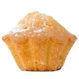与在白色背景隔绝的糖粉末的杯形蛋糕 免版税库存图片