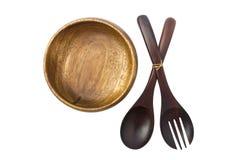 一块木板材和两把匙子沙拉在白色背景 图库摄影