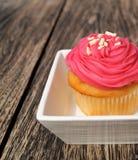 一块桃红色杯形蛋糕 库存照片