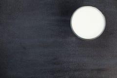 一块玻璃用牛奶 空白 纹理 设计您 美丽 照亮 库存图片