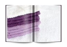 一块白色和紫罗兰色海绵的书 免版税图库摄影