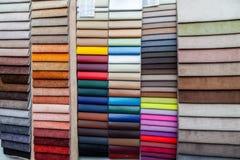 一块皮革和做例如在不同颜色编目的纺织材料内部修剪的和家具为 库存照片