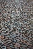 从一块粗砺的石头的城市街道 库存照片