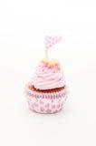 一块美丽的桃红色和紫罗兰色杯形蛋糕 免版税库存照片